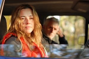 Linda-Cardellini-and-John-Slattery-in-RETURN